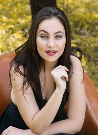 Carla Burg (Headshot 1)
